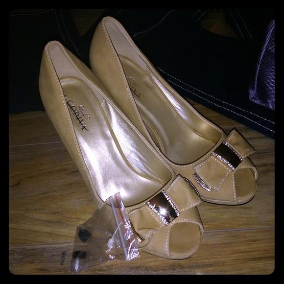 3e1e1aa43c53 Lady Godiva Peep Toe Pumps